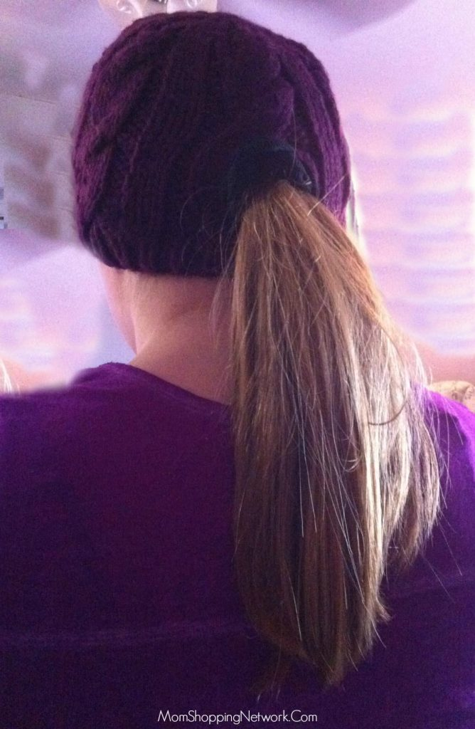 What a cute hat, love that it can be worn with a ponytail!