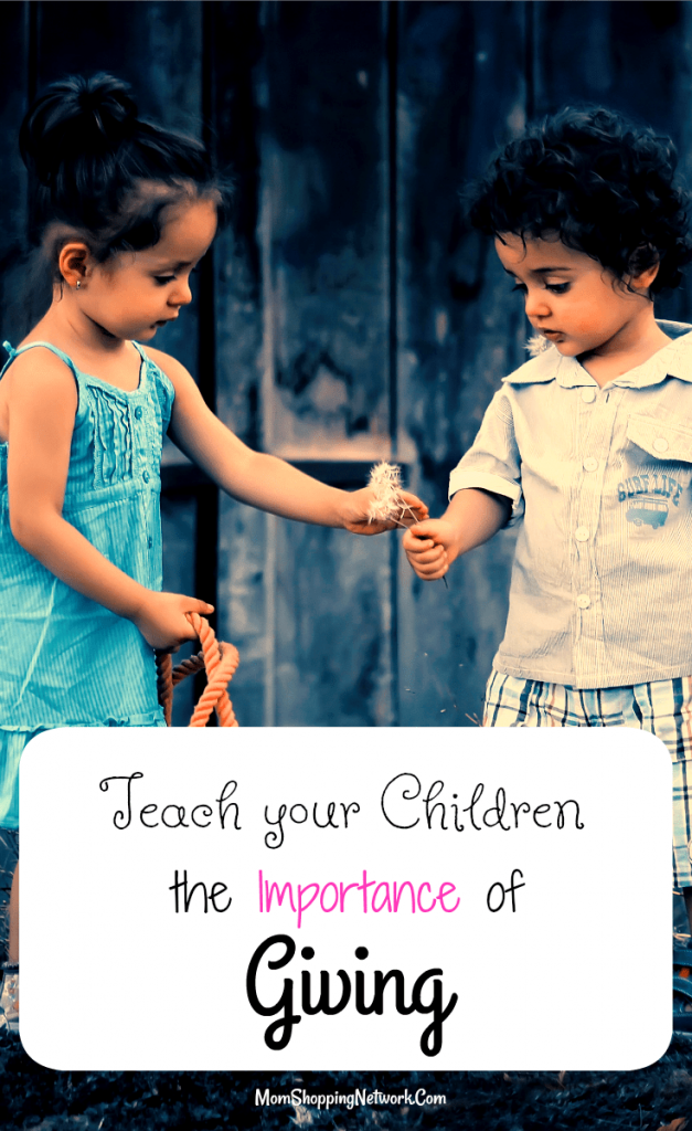 These tips on How to Teach Your Children the Importance of Giving are so important, especially around the holidays! The importance of giving|children giving|giving tips|giving tips how to|holiday tips|holiday giving ideas for kids|holiday give back
