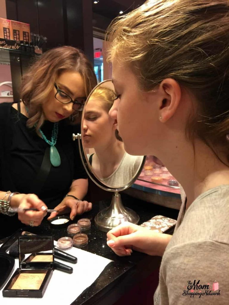 Mother daughter date night ideas- get a makeover! #motherdaughterdateideas