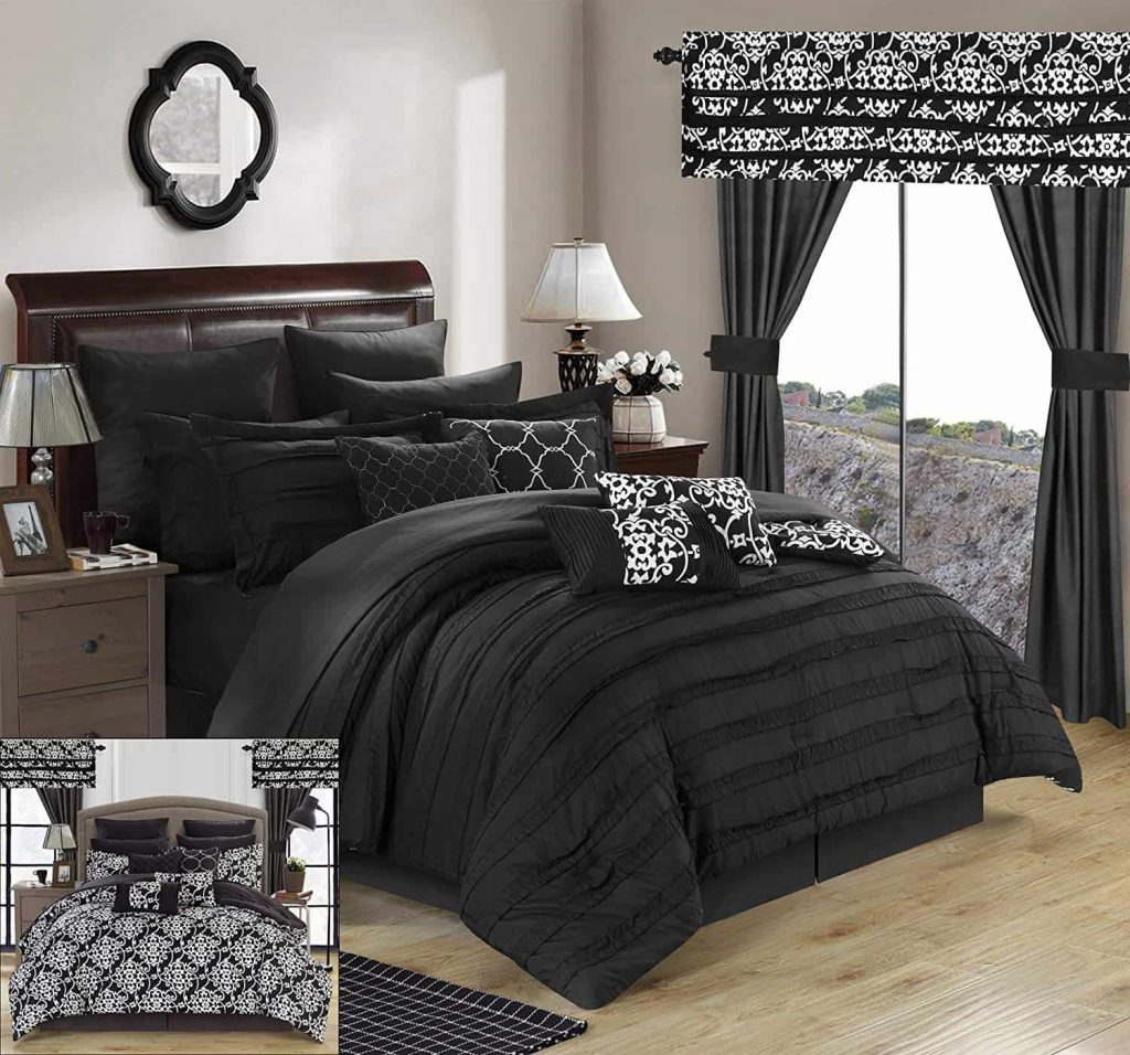 Teenage Girl Bedroom Ideas for Small Rooms- black matching bedding and curtains