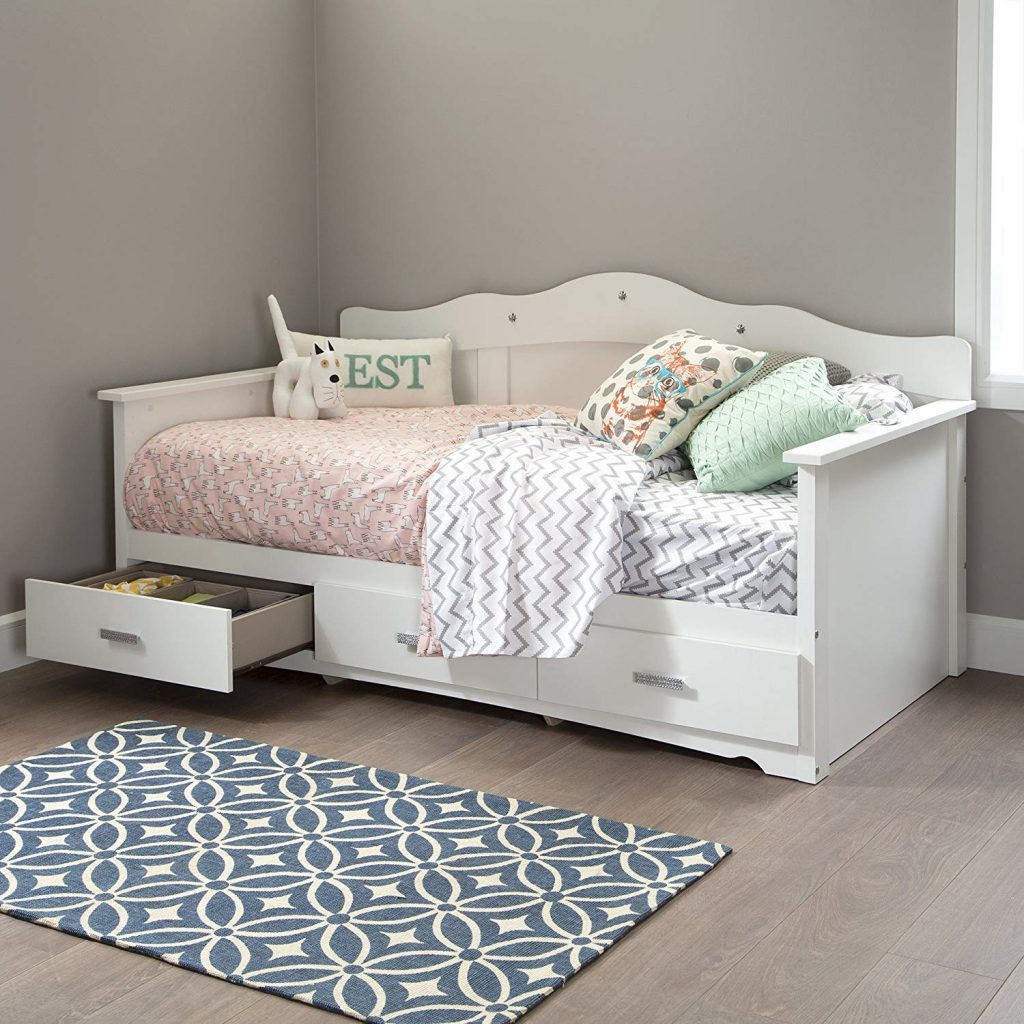 Daybed with Drawers for a teenage girls small bedroom #bedroomdecor #smallbedroomideas