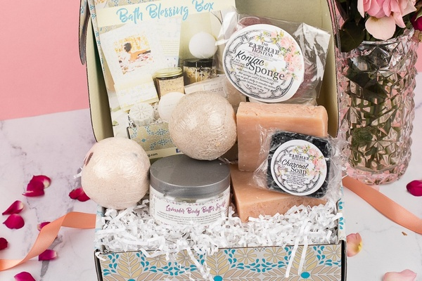 Bath Blessings #subscriptionboxes #valentinesdaygifts #giftguide #gifts #pamperbox